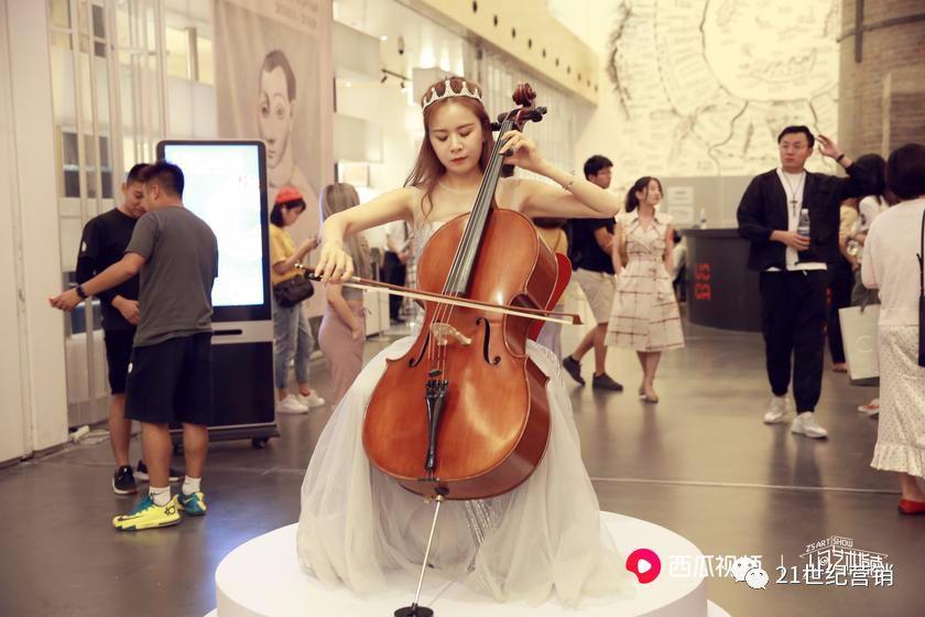西瓜视频推出首档艺术脱口秀《人间艺术指南》持续打造垂直精品短视频内容